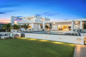 beautiful private villa in turks and caicos with pool